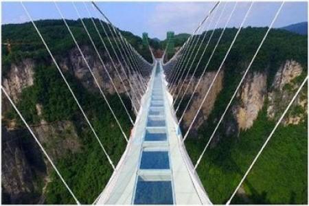 B4线:张家界天门山、玻璃栈道、大峡谷、玻璃桥、夯吾苗寨、凤凰古城三晚四日游