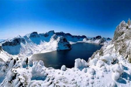 【雪踪-漫长白】吉林雾凇、万科滑雪、秘境长白山、雪地温泉、圣诞部落、 火山冰雪拉力赛、镜泊湖冰瀑、冬捕、最美雪景中国雪乡、哈尔滨6日游